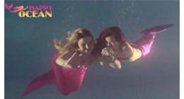 Русалки плавают под водой