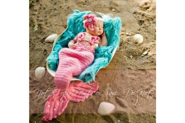 Вязаный костюм русалки для младенца розового  цвета